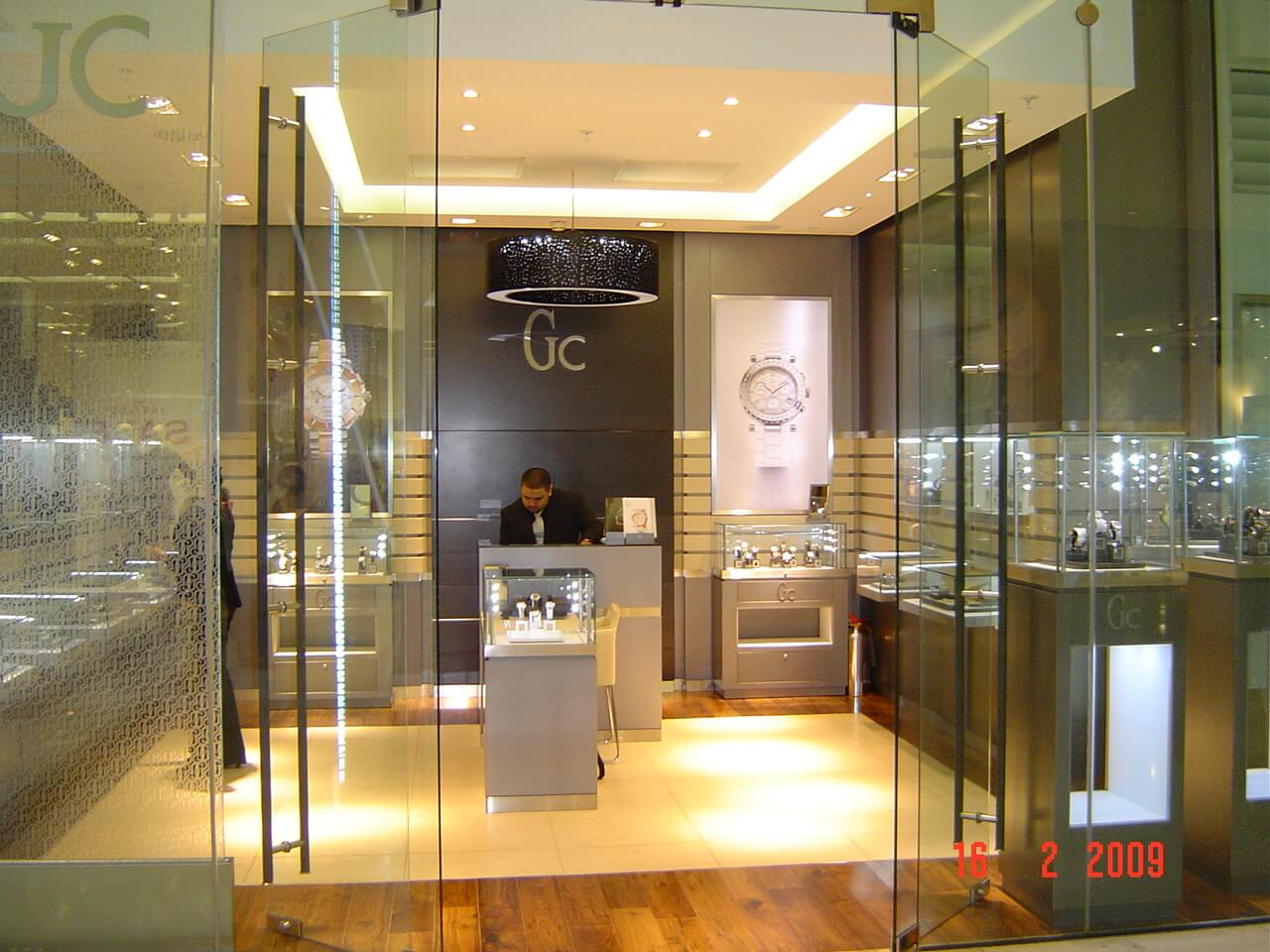 display-cases-london-store-1-mjlighting